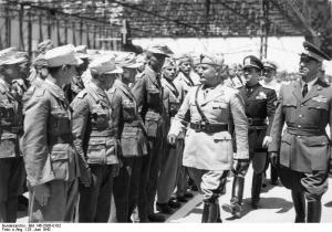 Italien, Mussolini vor deutschen Soldaten